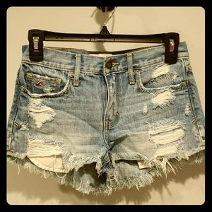 Women's Hollister distressed Jean shorts size 0